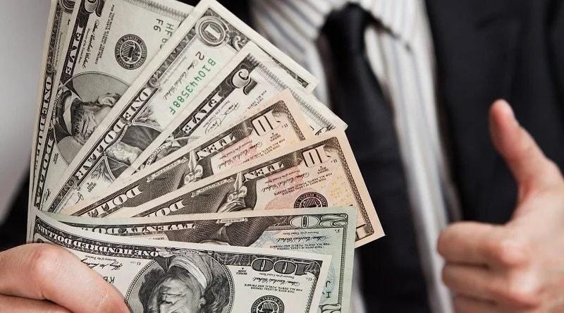 Доллар приближается к 35 рублям
