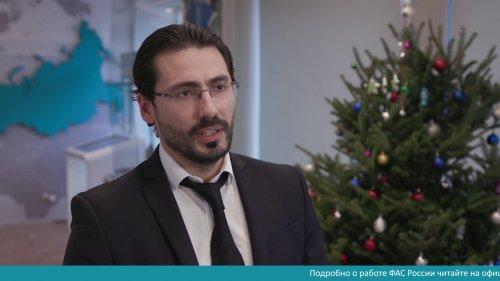 С Новым годом вас поздравляет и желает всего самого хорошего замглавы ФАС Максим Овчинников  - «Видео - ФАС России»
