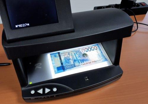 Проверить подлинность купюр 200 и 2000 рублей можно будет с помощью смартфона - «Новости Банков»