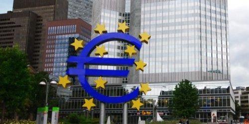 Евро впервые с 2014 года стоит дороже 1,24 доллара - «Финансы»