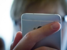 Ученые впервые зарядили смартфон лазером с расстояния 4 метра - «Новости Банков»