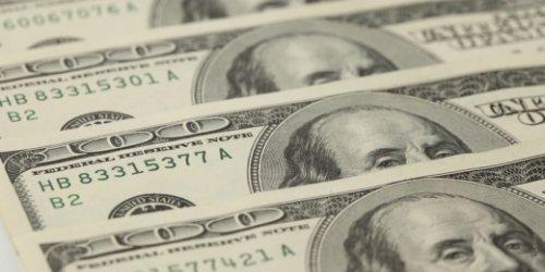 Слабый доллар вызвал бегство инвесторов в акции - «Финансы»