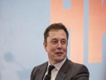 Новый режим позволит использовать электромобили Tesla как походные аккумуляторы - «Новости Банков»
