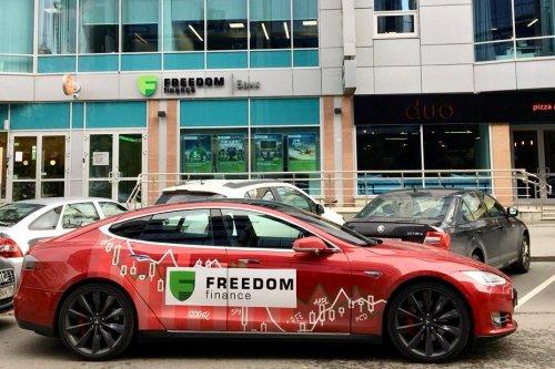 «Фридом Финанс» провел тест-драйв электромобиля Tesla - «Новости Банков»