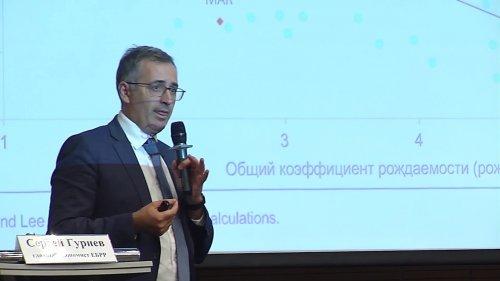 Лекция Сергея Гуриева «Как труд и трудовые отношения меняются в переходных экономиках?»  - «Видео - РЭШ»