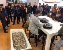Мужчина заплатил за iPhone ванну копеек - «Новости Банков»