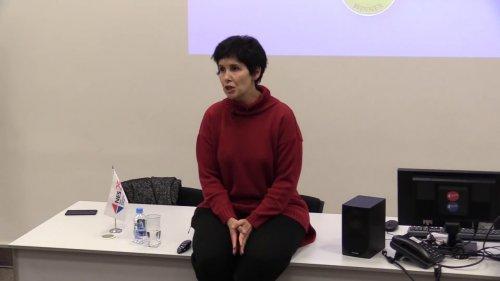 Открытая лекция Галины Юзефович «Плоский культурный мир: распад канона и новая роль критики»  - «Видео - РЭШ»