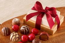 Женщину оштрафовали на 1300 долларов за коробку конфет в подарок чиновнику - «Новости Банков»