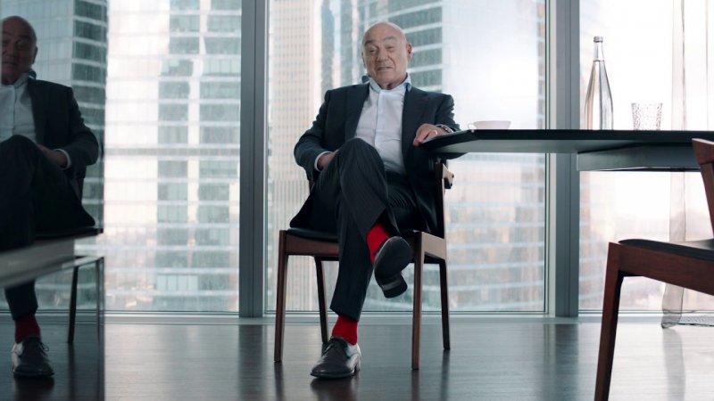Альфа-Банк: свобода, Владимир Познер и его фирменный аксессуар - «Видео -Альфа-Банк»