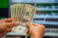 Выгодно ли покупать доллары - «Финансы»