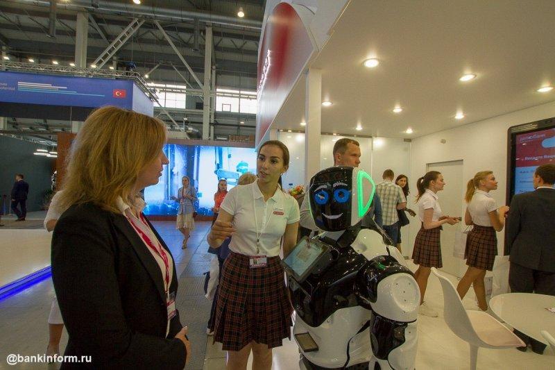 Банки Иннопрома-2019. СКБ-банк/ДелоБанк: танцы с роботом и книжка в подарок - «Новости Банков»