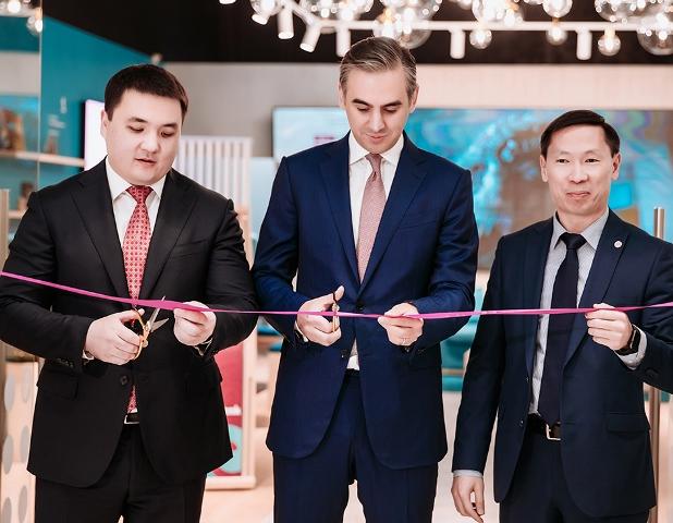ForteBank открыл необычный цифровой офис в MEGA Silk Way - «Финансы»