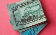 В обменниках доллар продается по 392 тенге - «Финансы»