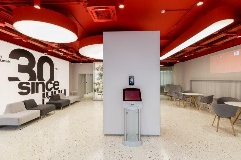Без бумаги и лишних вопросов: Альфа-Банк представил офис нового типа - «Новости Банков»