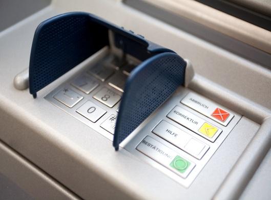 Клиенты ВТБ смогут снимать наличные по QR-коду в банкоматах - «ВТБ24»
