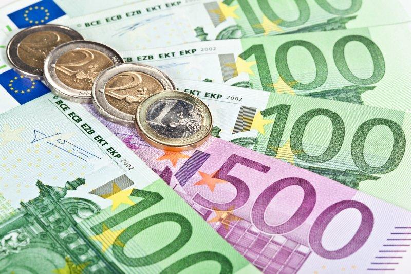 Евро снижается на открытии торгов - «Финансы и Банки»